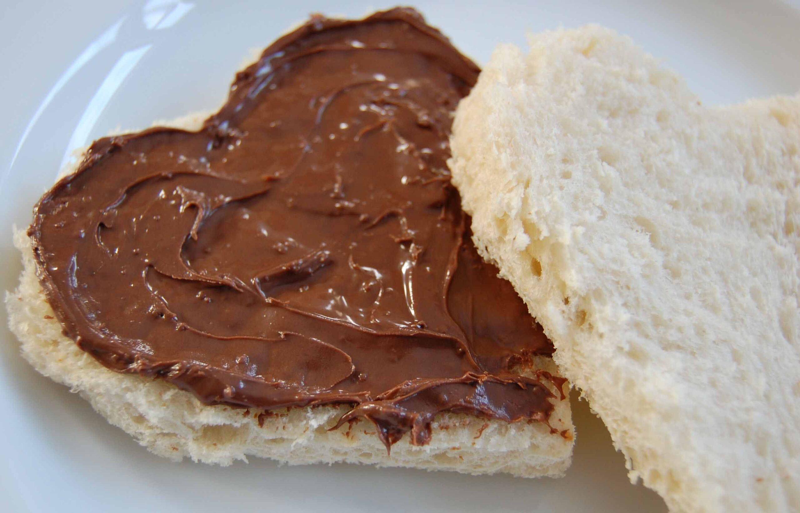 طرز تهیه شکلات صبحانه با گردو و نارگیل