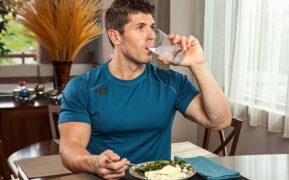 چرا نباید همراه غذا آب خورد